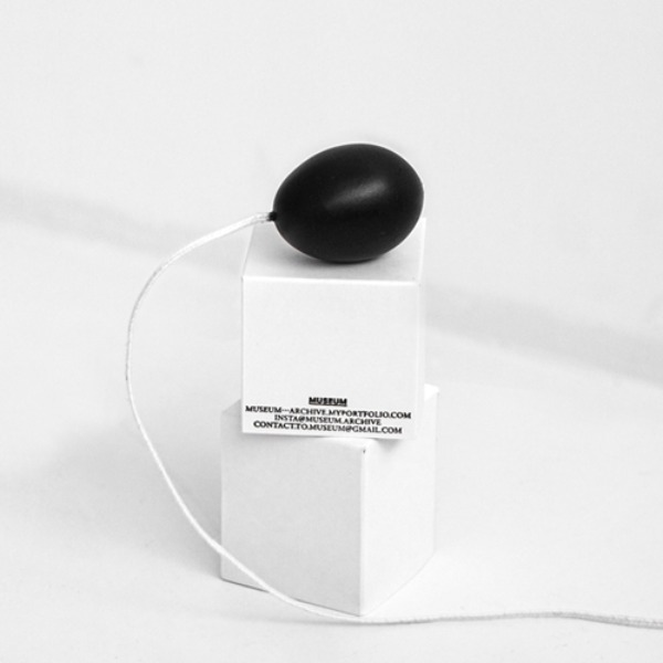 HEN EGG CANDLE - BLACK