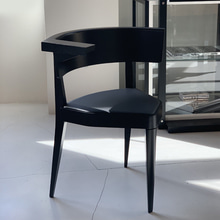 B1 THREE-LEGGED ARMCHAIR - BLACK (재고문의)